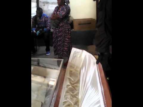La levée de corps d'Arnold Ndelo(nicky menaj)