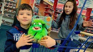 Исчезающий Зеленый Монстрик в игрушечном магазине