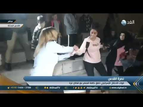 Brave Palestinian women beating an Israeli female soldier