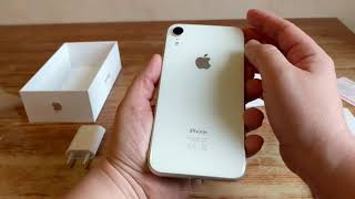 Gambar cover Apple iPhone XR White UNBOXING & First Impressions