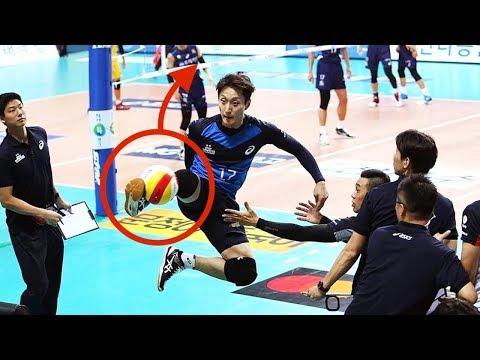 【バレーボール】蹴ってでも拾う!サッカーもできるのでは!?蹴るプレイまとめ!【衝撃】Kicking play【volleyball】
