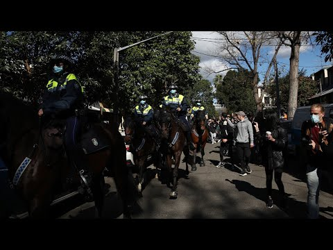 Thousands protest COVID-19 lockdown in Sydney