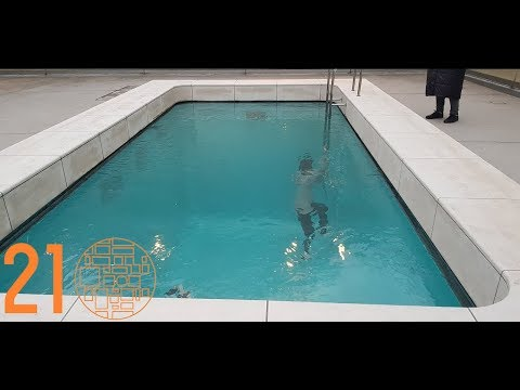 The Swimming Pool by Leandro Elrich at 21st Century Museum of Contemporary Art Kanazawa (金沢21世紀美術館)