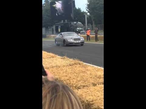 CarFest 2015: 3000BHP Bentley Continental Burnout