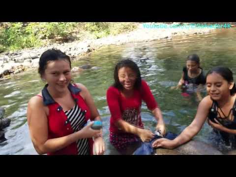 Asi de lava la ropa en El Salvador. Dia de campo donde Normita comiendo pitos. Parte 12/18