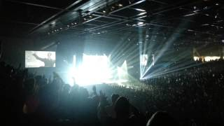 Chris Tomlin performing