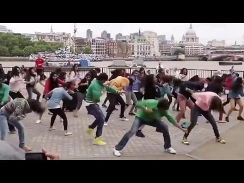 Foreigners SEXY DANCE on kala chasma...