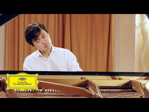 Seong-Jin Cho - Mozart: Piano Sonata No. 12 in F Major, K. 332 - 2. Adagio