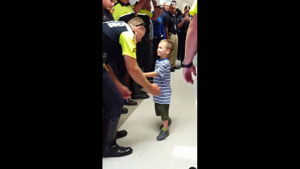 Police Give Boy 4 Guard Of Honour After He Loses Officer Dad 24 Hours Before First Day Of School