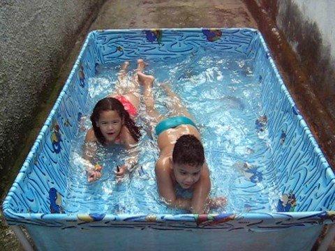 Alegria na piscina youtube for Piscina la almudena