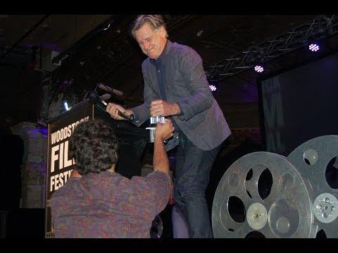 Bill Pullman drops and breaks Woodstock Film Festival Maverick Award