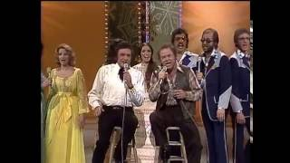 Johnny Cash, Roy Clark, Family and Friends  -  Christmas Medley