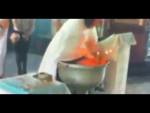 Resultado de imagem para Padre sacode bebê violentamente durante batizado e é suspenso; imagens impressionam