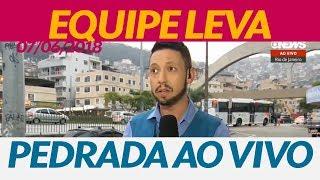 Equipe da GloboNews é atingida por uma pedra no Rio de Janeiro (07/06/2018)