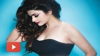 HOT TV Actress Prachi Desai FLAUNTS CLEAVAGE In EK VILLAIN Item Song!