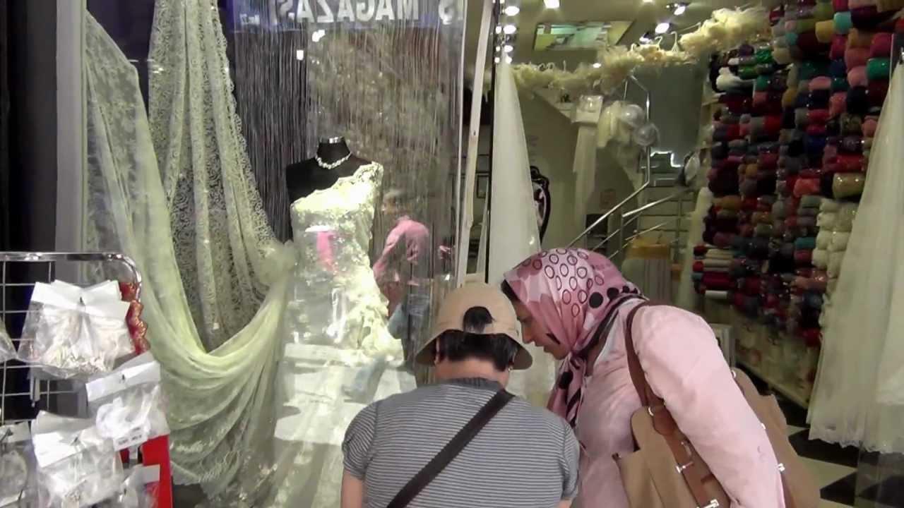 Мы заботимся о том, чтобы ваши покупки в свадебном центре вега стали. Предлагаем лучший выбор свадебных аксессуаров в москве: фаты, шубки.