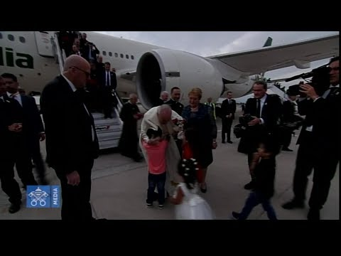 Pope Francis lands in Chile to warm welcome