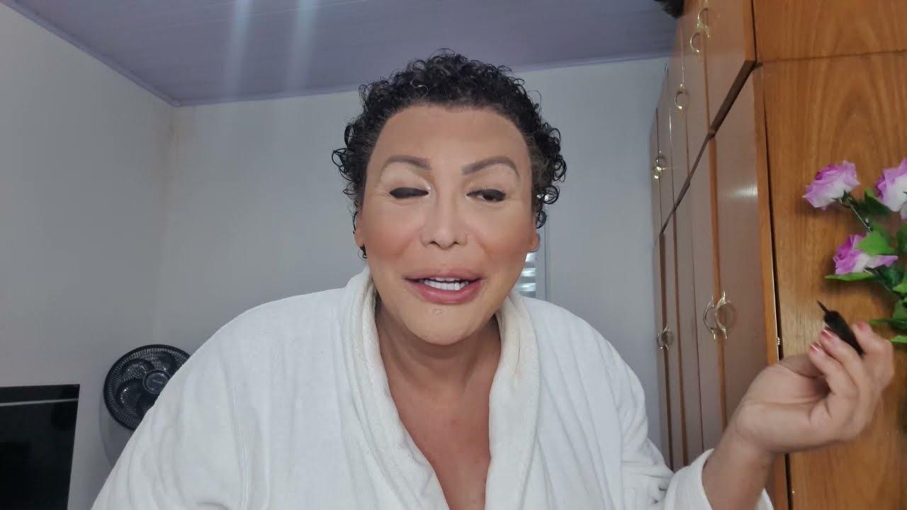 Fazendo  Maquiagem pra um babado forte