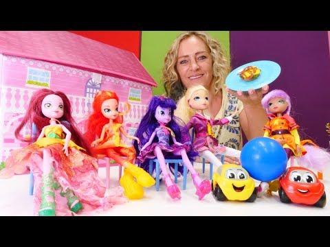 Spielzeug Kindergarten mit Nicole und Equestria Puppen. Kinder Video.