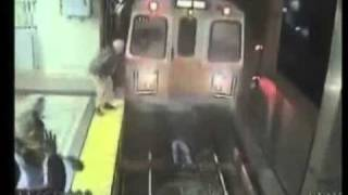 Чуть не погиб в метро
