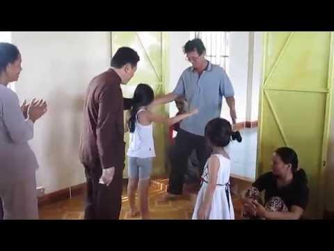 Lương y VÕ HOÀNG YÊN trị bệnh bại liệt cho bé PHƯƠNG NGHI