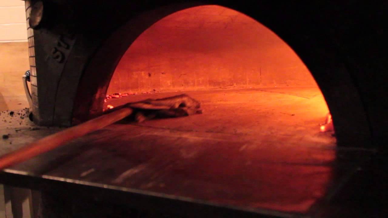 Forno A Legna Immagini how to clean a wood burning oven - come pulire il forno a legna