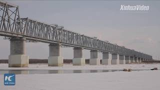 Baixar Track laying begins on China-Russia cross-border rail bridge