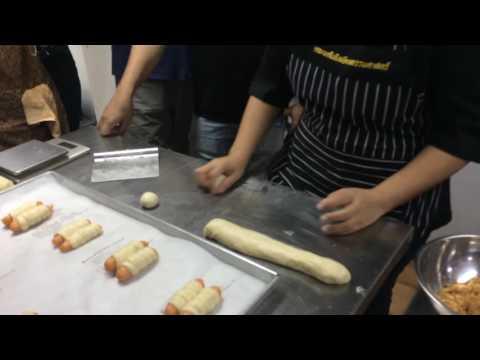 วิธีการทำขนมปังไส้หมูหยอง 3 แบบ by Chloe
