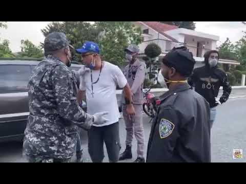 El Faro del Sur: VIDEO: Miembro patrulla policial le da galleta a ...