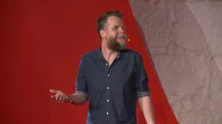 Educar para poder confiar / Educate so you can trust | Marcos Piangers | TEDxPorto