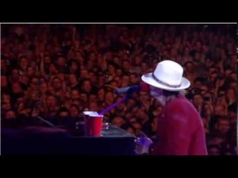 Axl Rose - Another Brick In The Wall / Someone Saved My Life Tonigh