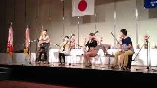 津軽三味線とテナーサックス パーカッションで構成される女性四人組.