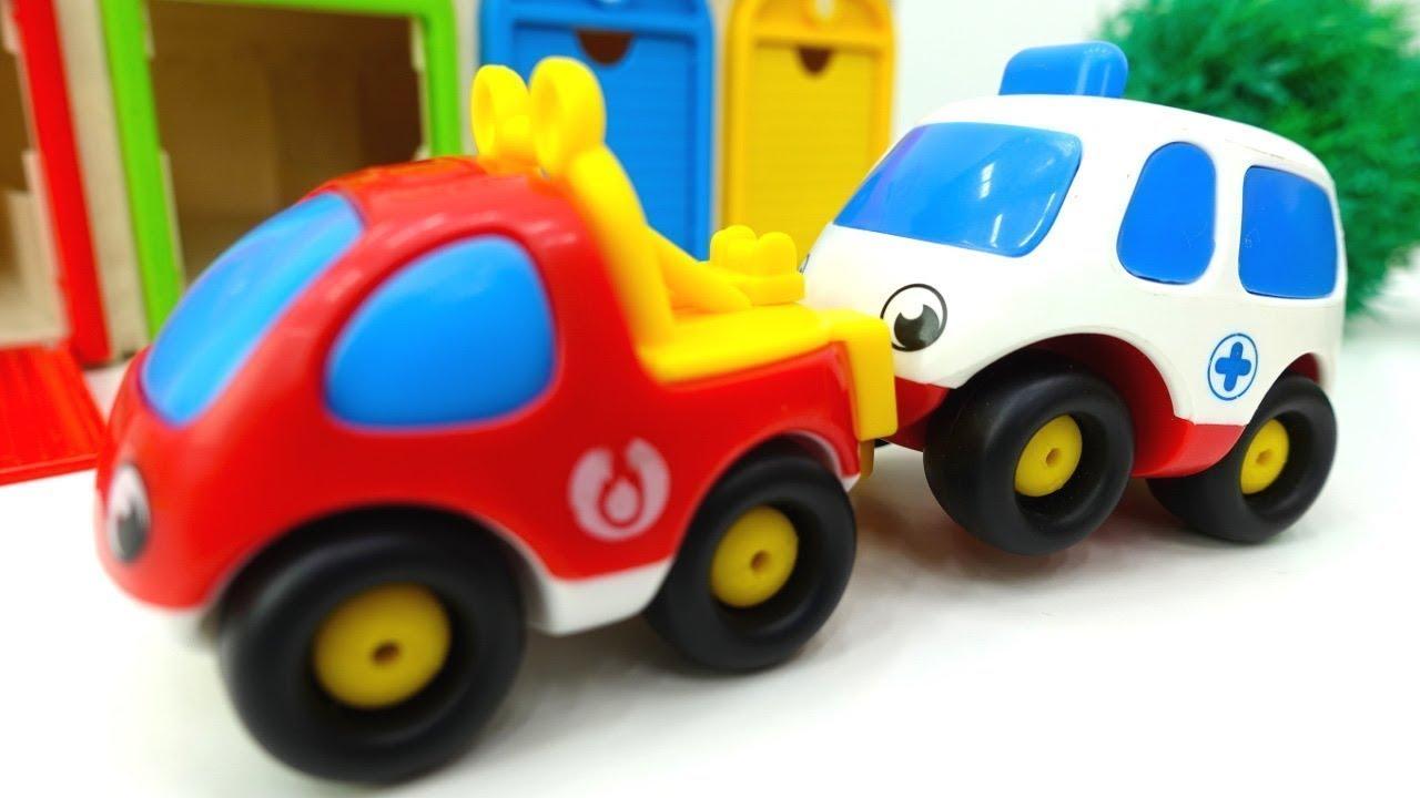 Helper cars auf deutsch spielzeugautos haben einen unfall