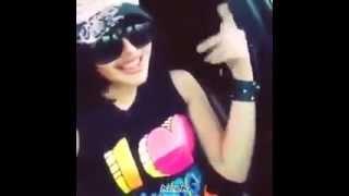 بنت حلوة مووت جالسة ترقص على اغنية في السيارة للكبار فقط +18 #keek