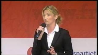 Stortingskandidat Tone Iren Liljeroth holder tale i Lillestrøm den 11. september