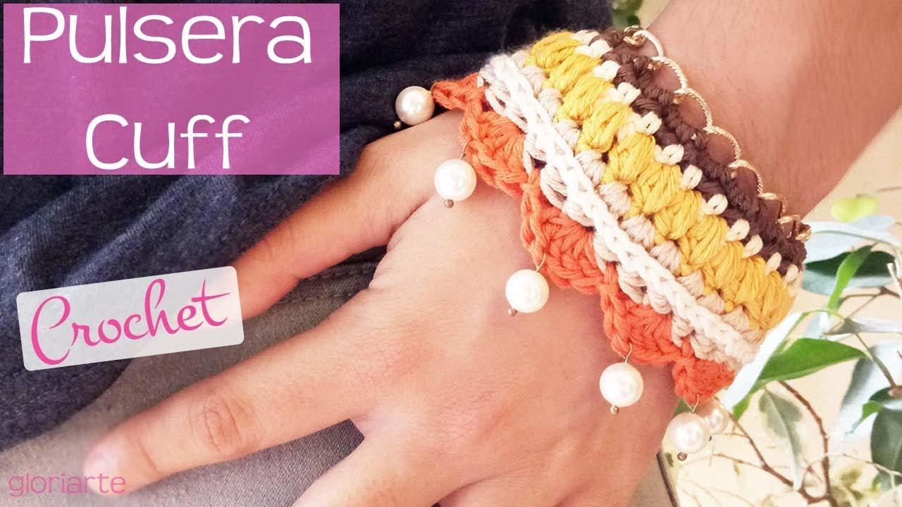 61f26c4acd6a Pulsera cuff de ganchillo con cadena y abalorios. Crochet cuff bracelet  with chain and beads.