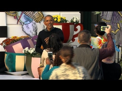 Obama hands out treats at White House Halloween party - YouTube