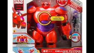Big Hero 6 Deluxe Flying Baymax de 28 cm con Hiro