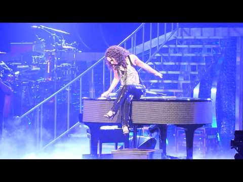 Alicia Keys Performing Wait Till You See My Smile Live at the Nokia Theater in Grand Prairie, TX