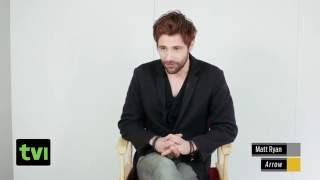 Мэтт Райан говорит о камео Константина в Стреле [русская озвучка]