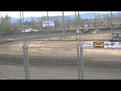 9.22.12 Dwarf Car Heat Race @ Southern Oregon Speedway Reggie Ayres Flips