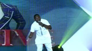 Ajebo - en Vivo en el escenario @ A. Y Vivir Lagos Invasión