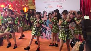 "JUICE=JUICE Live performance ""MAGIC OF LOVE"" at Meet & Greet in Mal..."
