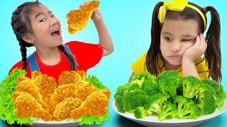 Jannie Ellie and Lyndon Pretend Play at Fried Chicken Drive Thru Food Toys Restaurant
