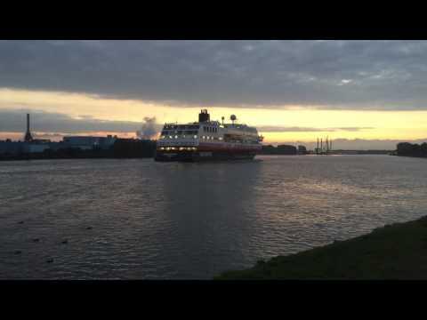 Hurtigruten MS Midnatsol north sea canal