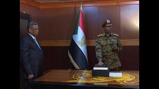 زعيم الانقلاب في السودان يؤدي اليمين والشارع إلى مزيد من الاحتقان…