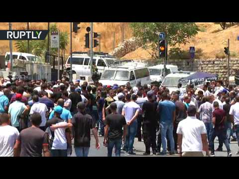 Palestinians return to  Temple Mount in East Jerusalem for Friday prayers
