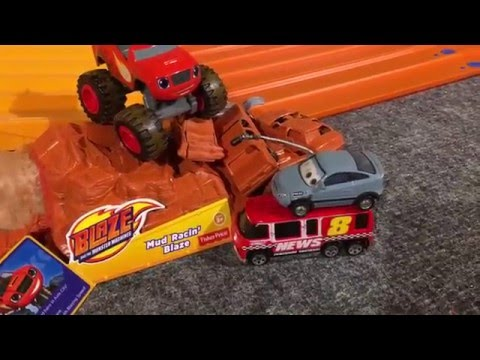 """2016 HOT WHEELS MONSTER TRUCK KING OF THE HILL #2 """"the Race"""""""
