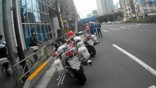 白バイ隊員と警官に囲まれゴネる違反者❗️応援で交通執行隊が緊急走行で臨場❗️