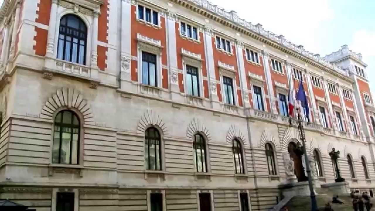 Roma palazzo montecitorio piazza montecitorio e piazza del for Roma parlamento